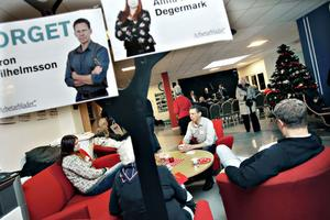 TIDNINGSPRAT. Torgetredaktören Giron Wilhemsson hade tagit plats i soffan tillsammans med Arbetarbladets egen trädgårdsskribent Anna Malin Degermark för att svara på läsarnas frågor.