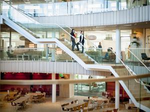 Denna ljusa kontorsbyggnad i Jomala utanför Mariehamn har ritats av arkitekterna Hans Eek, Hans Murman och Bettina Ingves.