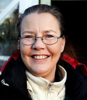 Ingela Gladh, 43 år, sjukpensionär, Sidsjön:– Det är inte ofta. Jag kan inte minnas när jag köpte senast. Jag har mycket gammalt pynt från 50- och 60-talet som jag är rädd om.