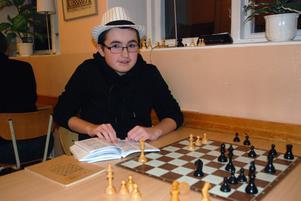 Areon Lundkvist började spela schack för snart två år sedan, från början var det kompisar som drog med tiden upptäckte han även att det var roligt att spela.