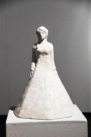 """""""Flicka med kantig kjol"""" av Camilla Bergman."""