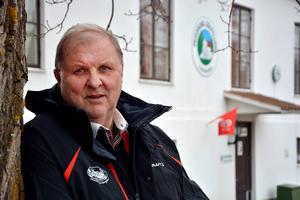 Gunnar Dahl vill inte kommentera ägarnas beslut om att göra om Hussborg herrgård till asylboende utan lägger i stället sitt fokus på golfklubbens framtid.