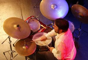 Fjolårets stipendiat Mats Öberg, med Sebastian Vogler på trummor och Filip Augustsson konserterade i en timme.