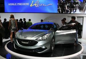 Hyundai I-flow ger en liten föraning om framtidens former från det koreanska bilföretaget. Men den är ritad i tyska Rüsselsheim och har en rad nya tekniska lösningar som utvecklats tillsammans med kemiföretaget Basf.