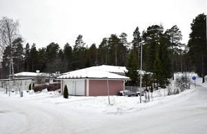 ... men däremot forsätter planeringen för fem villor mellan Kristinavägen och Gaffelbyvägen.