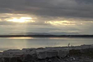 Utsikt över Svegssjön med Sonfjället i bakgrunden.