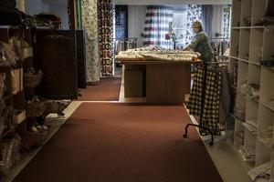 I Erjas butik går det att hitta det mesta inom heminredning.  Hon värnar om den direkta kundkontakten istället för att etablera sig via internet som många andra större företag gör.