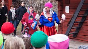 Men Helena Nygårds blir arg och när hon blir arg förvandlas hon till Ståltanten. Hon kommer på en plan att lura tillbaka äggen.