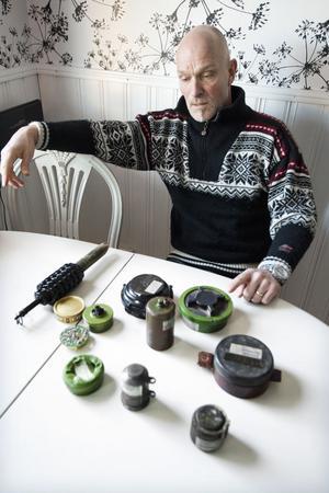 Peter Skogkvist brukar föreläsa i skolor om minröjning.