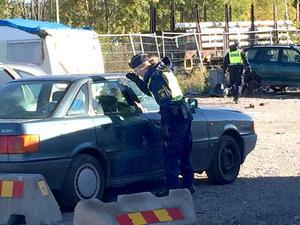 Polisen sökte i förmiddags igenom tiggarlägret  för att säkerställa att ingen gömt sig kvar i de övergivna bilarna och husvagnarna.