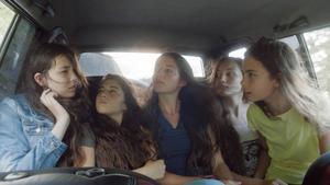 Fem systrar i en turkisk by förlorar sin frihet när de blir tonåringar, i filmen Mustang. Men minstingen Lale (längst till höger, spelad av Günes Nezihe Sensoy) vägrar att ge upp hoppet om ett annat liv.