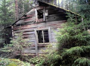 Halva stugan som Johan Andersson bodde i med sin familj finns kvar på ön Sollen i Amungen.