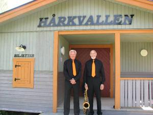 Lasse Forsberg och Leif Bohlin 55 år senare vid Hårkvallen, där de spelar lördag kväll.