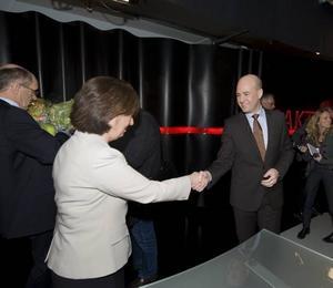 Fredrik Reinfeldt ställs mot Mona Sahlin i valet. Vem vinner mitten..?