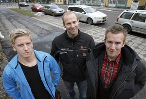 Laddade för derbyna är, från vänster,  Fredrik Sandberg, S/L, Erik SJödin, SIK, och Dennis Wasberg, Broberg.