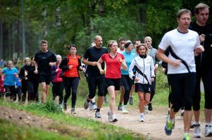 Över 60 löpare kom till Mellsta för att delta i Göteborgsvarvets och Borlänge löparklubbs första gruppträning.