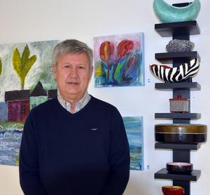 Stig Bohlin visar flera stilar och tekniker i sin utställning.