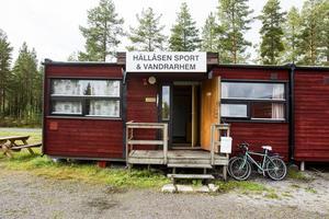 Det skulle kosta mer än 700000 kronor att åtgärda bristerna på vandrarhemmet på Hällåsen.