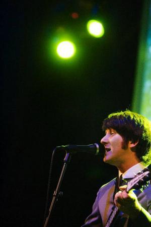 Jay Murray, som fick ta hand om John Lennons person, fick publiken att gung i Any Time At All.