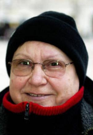 Laura Vasquez, 58, sjukpensionerad datatekniker, Sundsvall.– Jag tycker att det är så roligt med jul att jag ställde fram adventsstakar i början av november. Det gör jag varje år. Jag har ljusslingor också. Den första advent ställde jag en julgran på balkongen. Nu tänker jag köpa någon julbelysning till datorn.