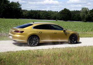 R-linepaketet med 20-tumshjulen lyfter utseendet för Arteon. Den ska stärka Volkswagens sargade varumärke.