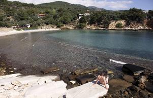 I Alyki kan man bada från antika ruiner byggda av öns berömda kritvita marmor.   Foto: Johan Öberg