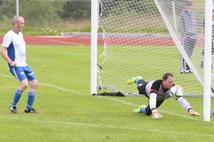 Sander Stokman, andramålvakt i Hede, plockades in i Klövsjös veteraner och gjorde strålande ifrån sig. Sander var en nyckelspelare i lagets 2-2 match mot Sveg.