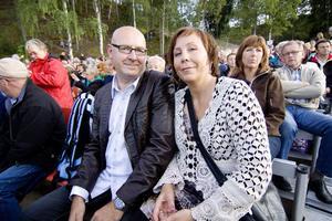 Örjan och Gabriella Laurin, från Stråtjära blev jätteglada när Orhalla släppte några ytterligare några biljetter till Jerry Williams konsert.