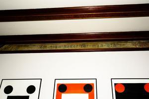i loungen finns en bård från 1891 med äldre ordspråk.