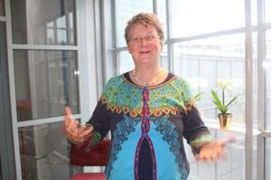 Skrattcoachen Pauline Salzer älskar och mår bra av att skratta.