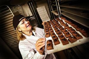 Åre chokladfabrik vill gärna sälja praliner till Norge men det går inte så länge det finns höga tullavgifter och sockerskatt i Norge. Vi avskaffade ju chokladskatten när vi gick med i EU, säger Eva-Lena Grape.