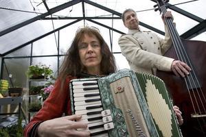 Gunnar och Cristina Viksten kommer att framföra rysk musik som integreras med handlingen.