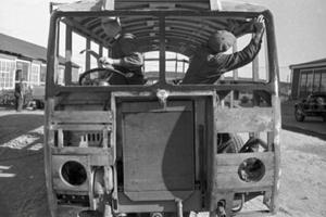 Tillverkning av buss beställd av Stockholms Spårvägar, 1938.