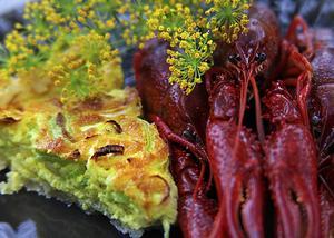 Purjolökspaj är god till kräftorna. Billig att baka och lagom mättande för att komplettera skaldjuren.   Foto: Dan Strandqvist