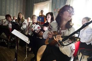 Balalajkaorkestern Kazbek bjöd på medryckande musik.