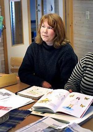Foto: Nick Blackmon Läsvecka. Författaren Carina Bodström läser för elever på Norrsätraskolan i Sandviken.