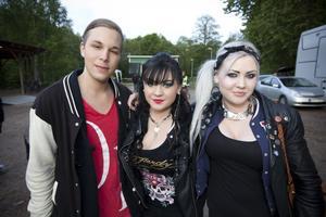 Brolle, Filip & Fredrik och Whitesnake. Ja, nog är det i sanning brokiga önskemål som Christoffer Ågren och systrarna Sofia och Zandra Jansson har beträffande gästartister på Holmarna.