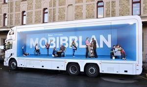 Mobibblan är namnet på den nya bokbussen. På måndag rullar den ut på vägarna i Sundsvalls kommun.