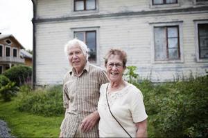Arne och Margit Widholm hade åkt från Hallen för att titta på trädgården i fanbyn. – Den var helt underbar, sa Margit.