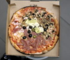 Gärningsmännen åt bland annat pizza för stulna pengar efter väskryckningen.