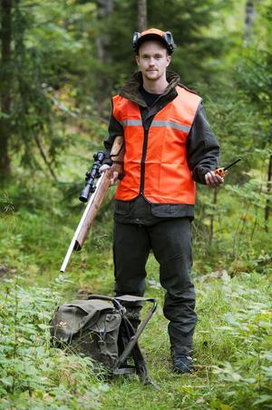 Alexander Svanström tog jägarexamen i juni. Ungefär så här rekommenderas han och andra nya jägare att utrusta sig.