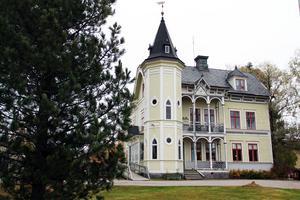 Öjevillan i Edsbyn har röstats fram som Hälsinglands näst vackraste hus. Huset representerar en annan byggnadstradition, än det vinnande bidraget i Söderhamn.