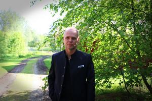 Ulf Borbos har köpt fastigheten där Lilla Vall låg och ska bygga upp ett nytt hus där.