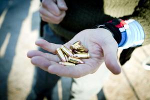 Prislappen för att ägna sig åt IPSC-skytte kan jämföras med att spela golf. Utrustningen med vapen och hölster är överkomlig, men det som kostar är det allra nödvändigaste - ammunitionen.