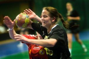 Lina Larsson stod för nio mål i segern mot Tyresö. Tvillingsyrran Linn mäktade med sju.