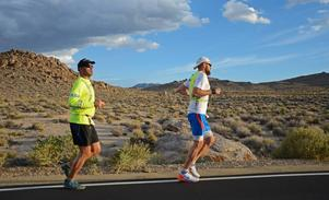 Ljusdalslöparen Marcus Berggren, i vitt, slutade på en sjuttondeplats i ultramaratonloppet Badwater i USA.