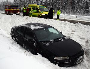 Bilen landade mjukt i nysnön.