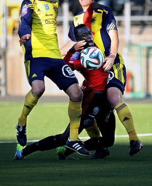 Modou Barrow var hårt ansatt under hela matchen.