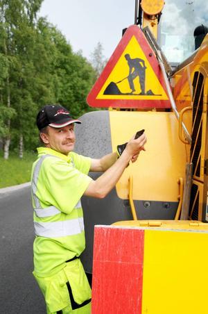 Åke Eriksson gör sin andra dag för sommaren och ser problematiken med bilförare som gasar på.