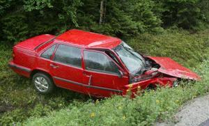 En person fördes till sjukhus efter en singelolycka i Kovland i morse.
